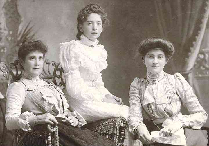 Bessie Gardiner (right) and her sisters 1900