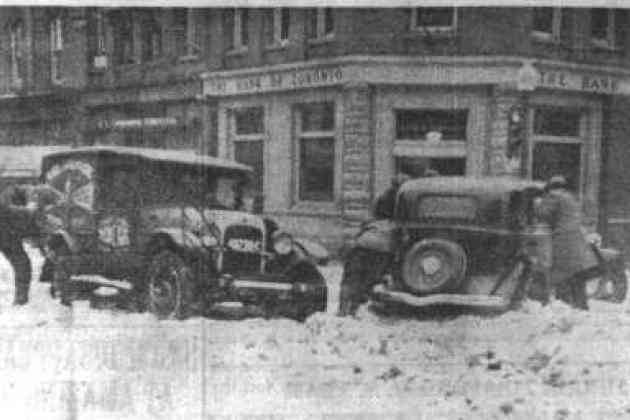 Cars stuck in snow in Owen Sound in the early 1900s.